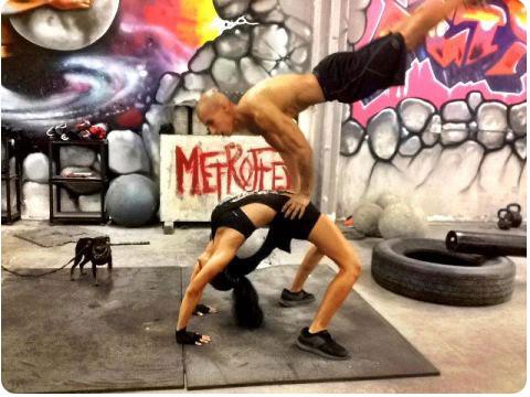 vindecare boli prin sport si dieta, tratamente naturiste, tratament naturist, Oamenii sunt minunati – compilatie cu femei la antrenament de calisthenics